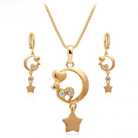 2 in 1 Star & Heart shaped pendant Set in yellow gold